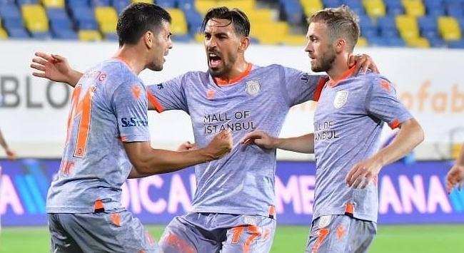 Galatasaray ile 1-1 berabere kalan Medipol Başakşehir, liderliğini sürdürdü.